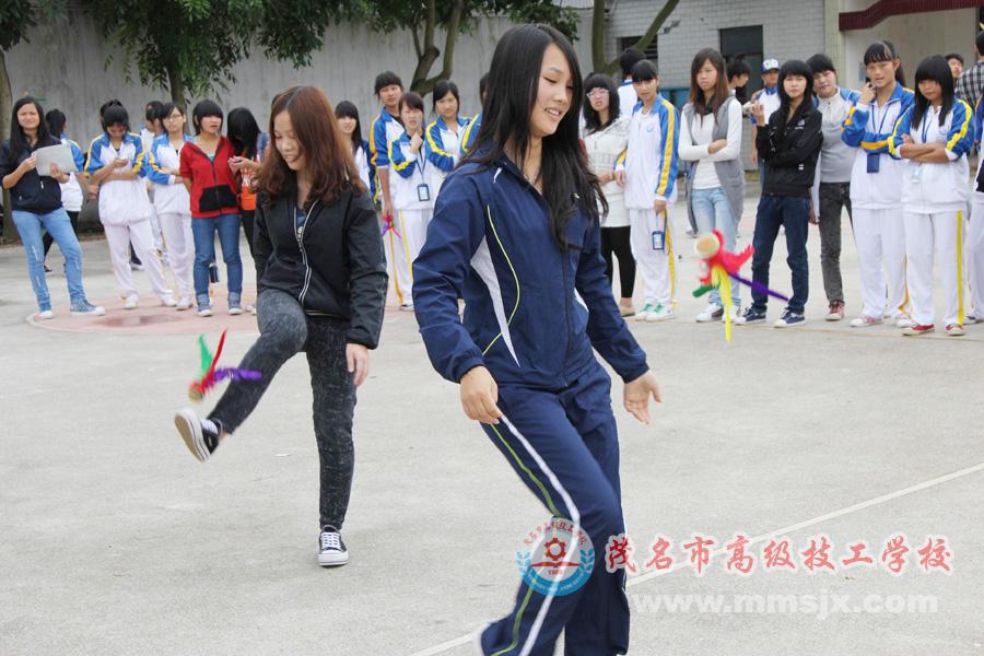 女子踢毽子比赛