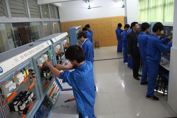 农村电气技术(机电方向)(国家重点扶持专业)