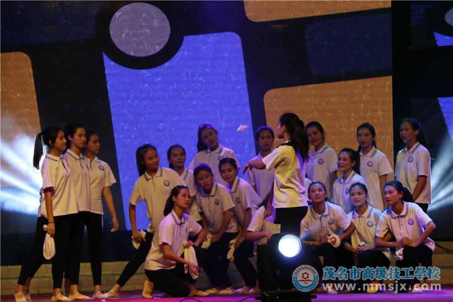 现代舞《寝室的故事》(表演:16幼师)