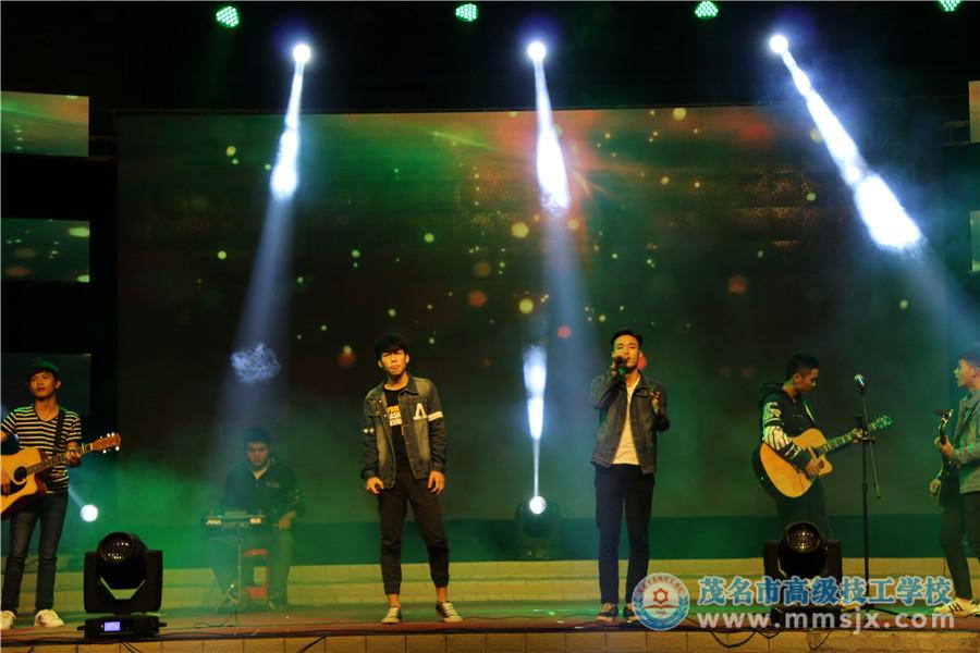 吉他伴唱《友情岁月》《光辉岁月》(表演:志愿者协会)
