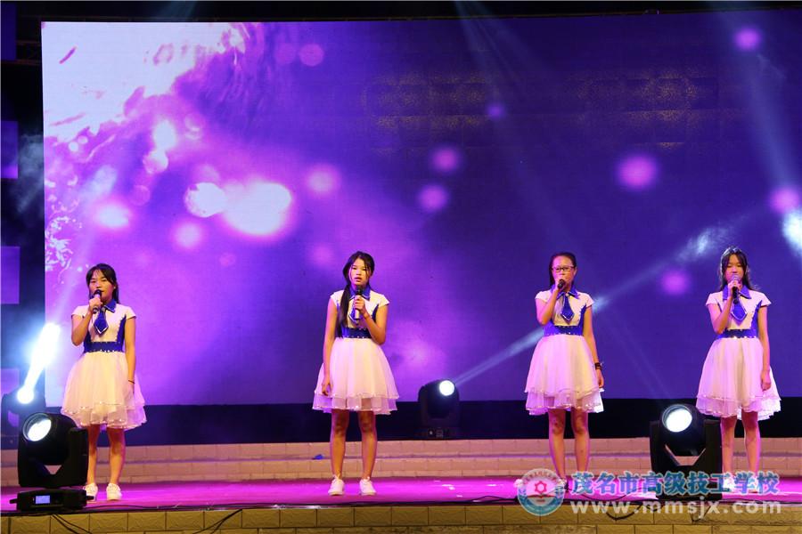 小组唱《笔记》(表演:电子电工教研组)