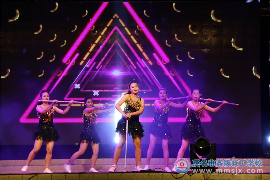爵士舞《棍子舞》(表演:16幼师)