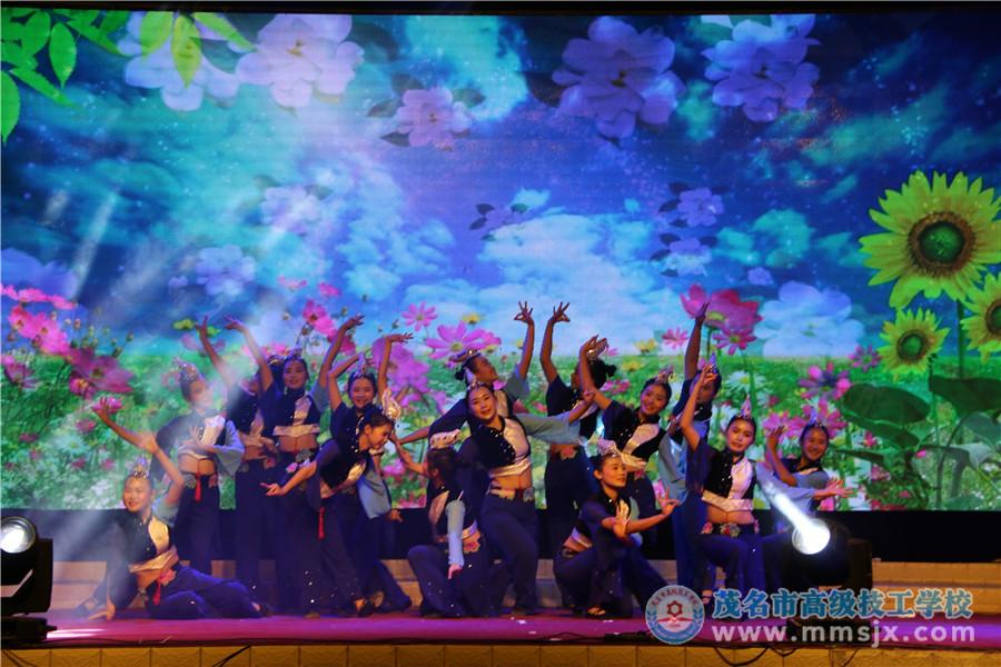 民族舞《喜鹊喳喳喳》(表演:15幼师)